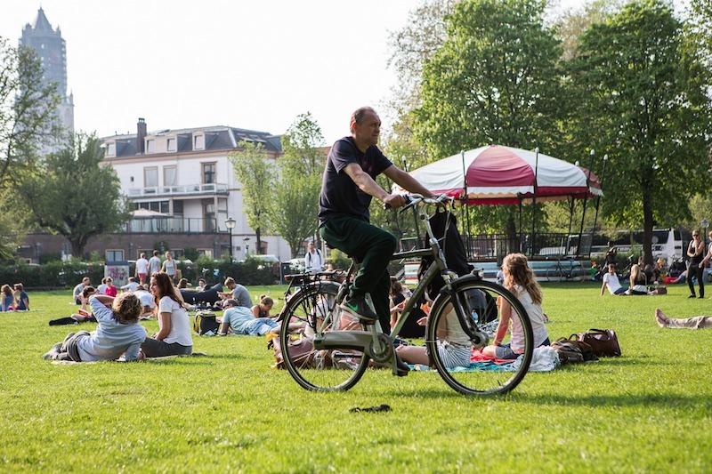 holanda - multa se usar celular na bicicleta