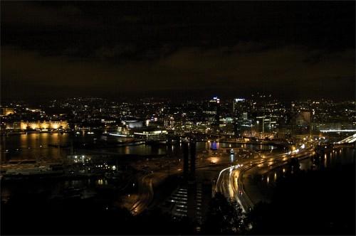 Oslo à noite - visão panorâmica - Noruega (c) Bailandesa.nl